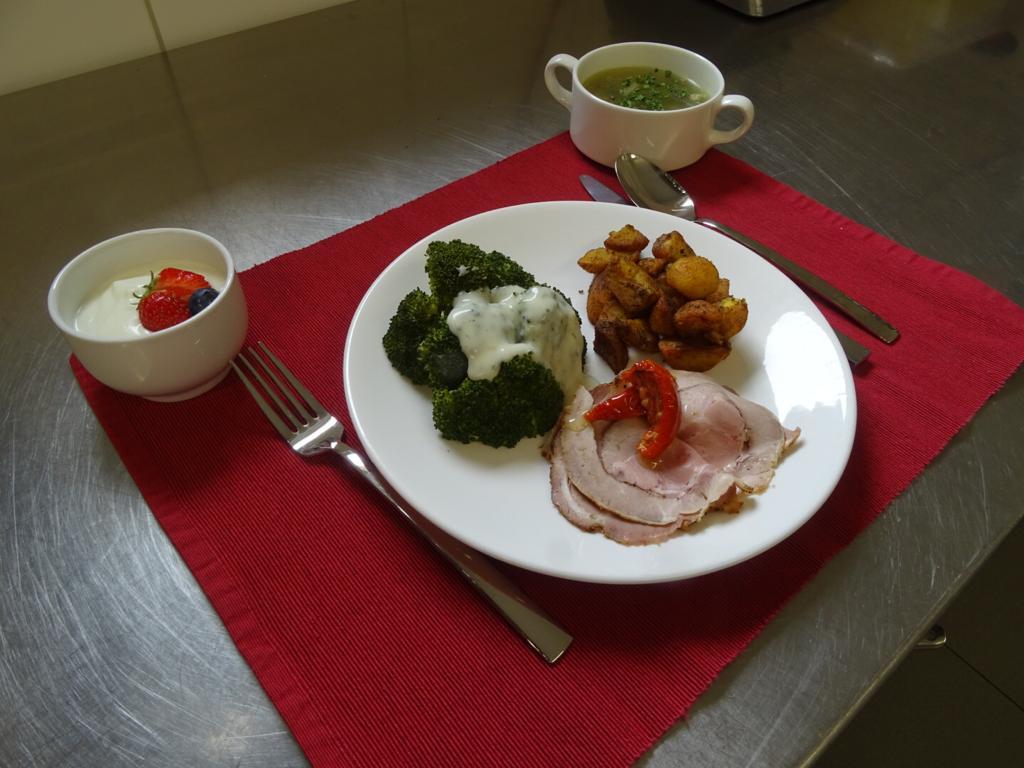 tafeltje dekje maaltijd 1